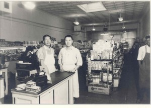 tn_Chow_Grocery_Men_Inside